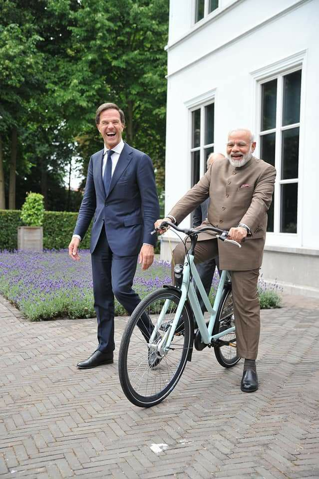 Modi on Dutch Bike